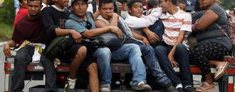 More Honduran migrants seek to join U.S.-bound group in Guatemala
