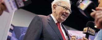 Donald Trump says Warren Buffett makes a mistake selling airline stocks