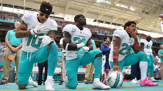Miami Dolphins Players Kneel For Anthem During NFL Preseason Opener