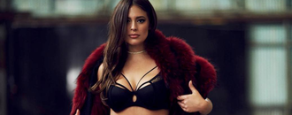 This is how Ashley Graham does weekend cozy