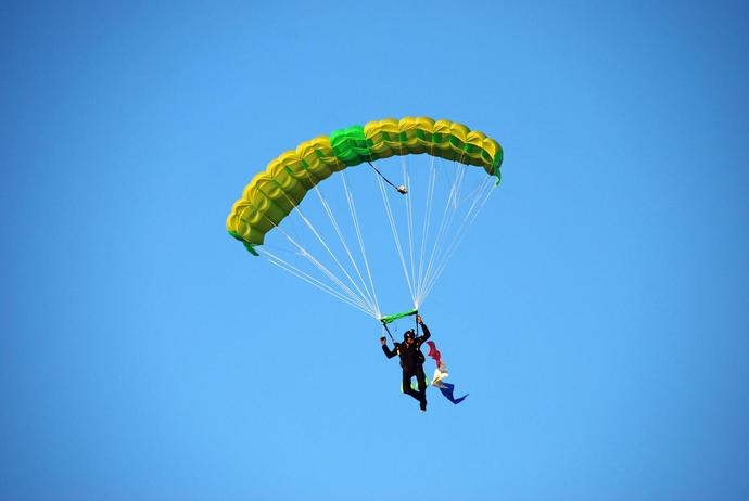 A Skydiver Told His Wife He Wasn't Going to Pull Parachute Cord. She Arrived 'Moments' Too Late
