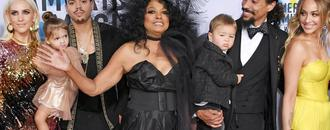 Diana Ross Poses With Her Kids and Grandkids For Epic Family Photo at American Music Awards!