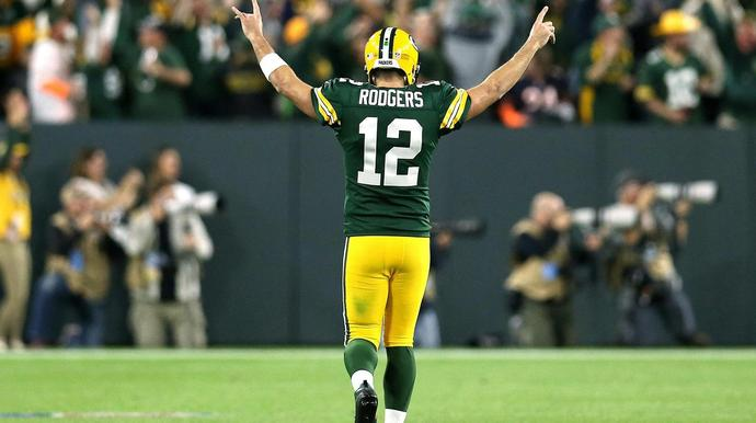690 Aaron Rodgers Leaves Game Injured Then Returns To Lead Stunning Comeback
