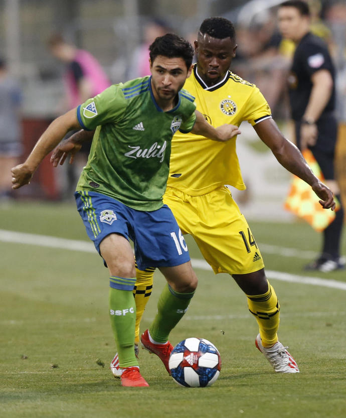 Roldan scores 2 as Sounders beat Galaxy 4-3