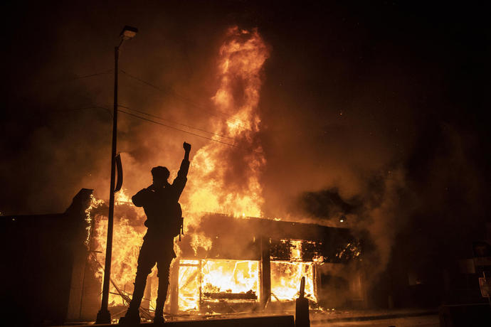 Fiery Clashes Between Police and Protesters Spread Through U.S.