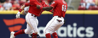 Reds rally for 2 in 9th, win 3-2 for rare sweep of Astros