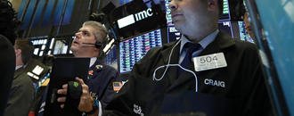 US stocks climb after major US retailers post solid earnings