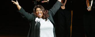 Watch Aretha Franklin own national anthem before 2004 NBA Finals Game 5