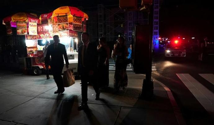 The streets of Manhattan was plunged into darkness for a few hours -- and Mayor Bill de Blasio was campaigning for the presidency in Iowa