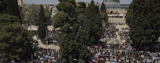 Muslims mark 1st Ramadan Friday prayers in Jerusalem
