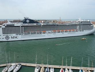 MSC Magnifica cruise ship in Italy. REUTERS/Manuel Silvestri/File Photo