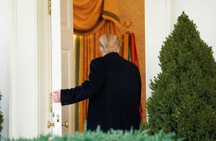 U.S. President Trump heads back into the Oval Office after announcing a deal to end the partial government shutdown at the White House in Washington