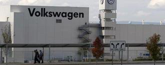 Senators urge Volkswagen to end delay in Tennessee union election