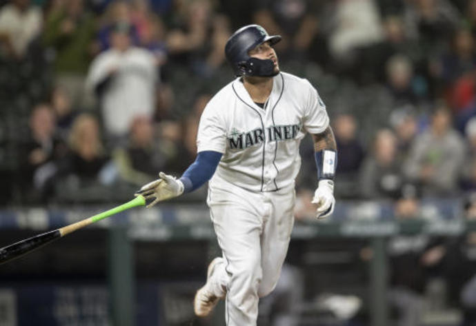 Brewers find new catcher landing Narváez from Mariners