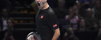 Federer beats Djokovic to reach semis at ATP Finals
