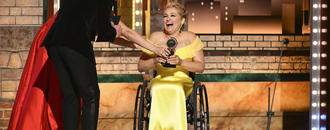 Singer with disability shines in Ali Stroker
