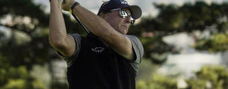 Mickelson fizzles on course, wows in booth at PGA