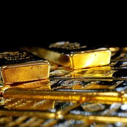 Gold climbs as weaker dollar bolsters appeal
