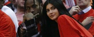 Travis Scott FaceTimes Pregnant Kylie Jenner Mid-Performance: Watch!